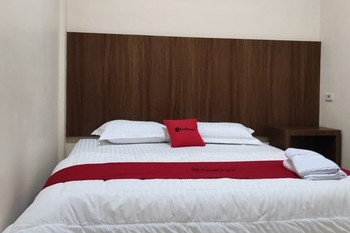 RedDoorz Plus near Ramayana Pematangsiantar Pematangsiantar - RedDoorz Premium Room minstay2