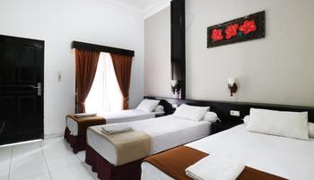 Warapsari Inn Kuta Bali - Deluxe Triple Room Big Deal
