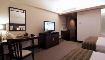 Merlynn Park Hotel Jakarta - Family Suite With Breakfast 3 Person Regular Plan