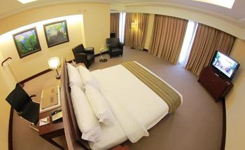 Merlynn Park Hotel Jakarta - Armani Suite With Breakfast Regular Plan