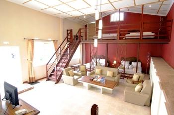 Villa Family Hotel Gradia Malang - Family 8 Promotion Stay