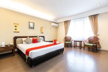 RedDoorz Plus @ Losari Beach Hotel Makassar - RedDoorz Deluxe Room Basic Deal