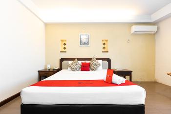 RedDoorz Plus @ Losari Beach Hotel Makassar - RedDoorz Room Basic Deal