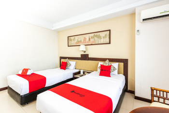 RedDoorz Plus @ Losari Beach Hotel Makassar - RedDoorz Twin Room Basic Deal
