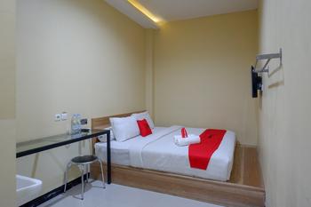 RedDoorz @ G Hotel Luwuk Banggai - RedDoorz Room Regular Plan