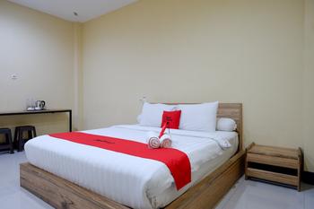 RedDoorz @ G Hotel Luwuk Banggai - RedDoorz Premium Room Regular Plan
