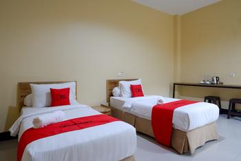 RedDoorz @ G Hotel Luwuk Banggai - RedDoorz Premium Twin Room Regular Plan
