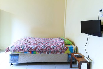 Sentosa 76 Guest House Balikpapan - Standard Twin AC Room Only FC Special Deal