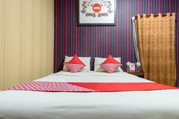 OYO 741 Hotel Labuhan Raya Medan - Deluxe Double Room Regular Plan