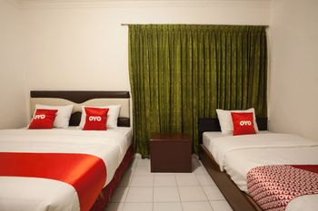 OYO 1084 Hotel Cirasa Syariah Medan - Suite Triple Regular Plan
