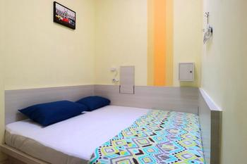 Mel's Dorm Jakarta - Private Double Room with Shared Bathroom Min stay 2N