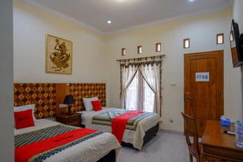 RedDoorz Plus Syariah @ Ndalem Padma Asri Yogyakarta - RedDoorz Twin Room 24 Hours Deal