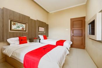 RedDoorz Resort Premium @ Sangkan Hurip Kuningan Kuningan - RedDoorz Twin Room Regular Plan
