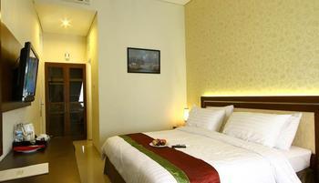 Gambir Anom Hotel & Villa  Solo - Deluxe Double - with Breakfast Regular Plan