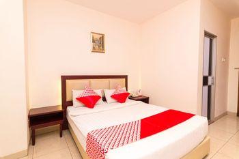 OYO 1447 Lovina Inn - Nagoya Batam Batam - Deluxe Double Room Regular Plan