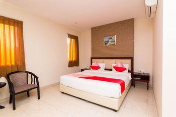 OYO 1447 Lovina Inn - Nagoya Batam Batam - Suite Double Regular Plan