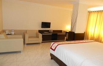Hotel 88 Diponegoro Jember - Junior Suite room Regular Plan