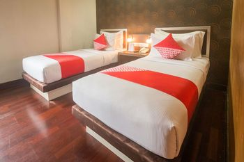 OYO 1089 Hotel Hero Ambon - Deluxe Twin Room Regular Plan