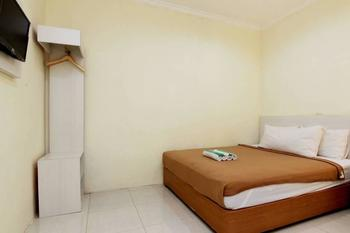 Masrilink's Guest House Jogja - Standard Room Only Minimum Stay