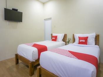 OYO 1696 Sapo Rumbia Karo - Standard Double Room Regular Plan
