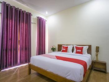 OYO 1696 Sapo Rumbia Karo - Deluxe Double Room Regular Plan