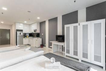 Mercu Summer Suite KLCC @ Penguin Homes - Studio Family Premium Hemat 33%