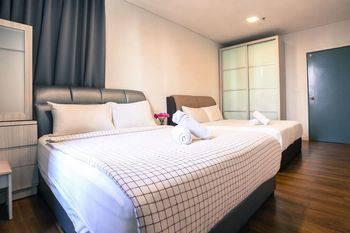 Mercu Summer Suite KLCC @ Penguin Homes - 1 Bedroom Family Premium Hemat 33%