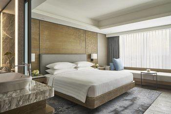 Yogyakarta Marriott Hotel Depok - Deluxe Room, 1 King Bed, Pool View Regular Plan