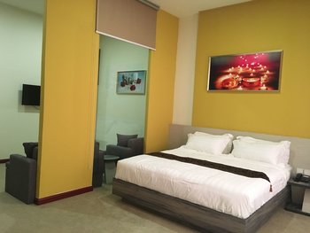 Green Rose Hotel Batam - Suite, 1 King Bed, Non Smoking, Bathtub Regular Plan