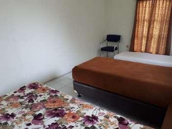 The Garden Family Guest House Bogor - Standard Room, 3 Twin Beds Regular Plan