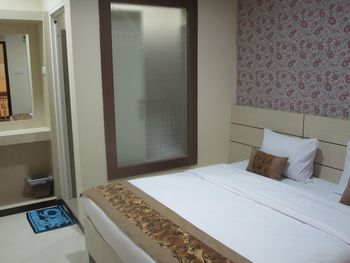 Lily Guest House Malang - Standard Double Room Regular Plan