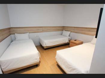 Summer View Hotel Singapore - Triple Room, No Windows Regular Plan