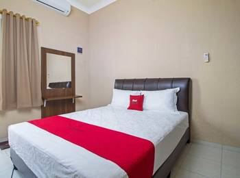 RedDoorz near Mercu Buana University Jakarta - RedDoorz Room with Breakfast Regular Plan