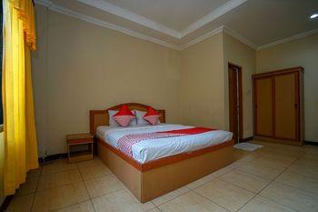 OYO 1273 Hotel Belvena Palembang - Deluxe Double Room Regular Plan
