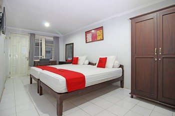 RedDoorz near Terminal Condong Catur Yogyakarta - RedDoorz Twin with Breakfast 24 Hours Deal