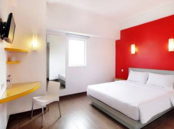 Amaris Panakkukang - Smart Room Queen Offer Last Minute Deal