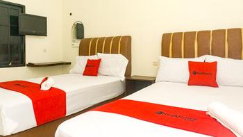 RedDoorz near Sentani Airport Jayapura Jayapura - RedDoorz Family Room Today's Deal