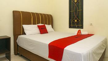RedDoorz near Sentani Airport Jayapura Jayapura - RedDoorz Premium Room Today's Deal