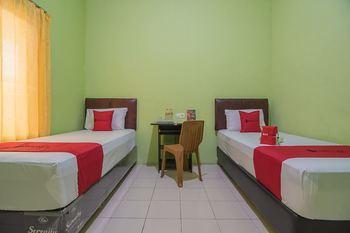 RedDoorz near Kampus UMP Purwokerto Banyumas - RedDoorz Twin Room AntiBoros