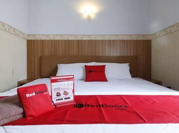 RedDoorz Plus near Undip Tembalang Semarang - RedDoorz Room Last Minute Promotion