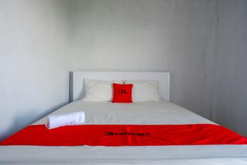 RedDoorz near STIKES Toraja Toraja Utara - RedDoorz Room Regular Plan