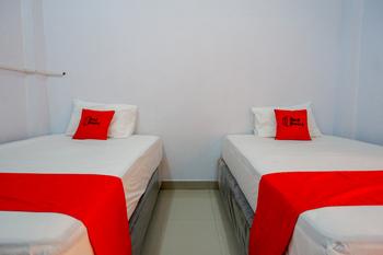 RedDoorz near STIKES Toraja Toraja Utara - RedDoorz Twin Room Regular Plan