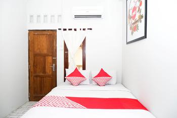 OYO 422 Achterhuis Residence Semarang - Standard Double Room Regular Plan
