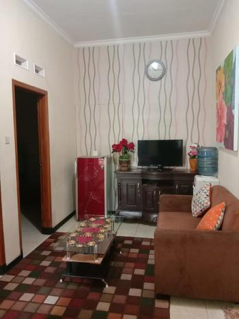 Lestary Homestay Malang - 3 Bed Room Villa Room Only FC Last Minute Deal
