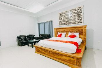 OYO 1188 Alam Indah Lestari Hotel Banyuwangi - Suite Double Promotion