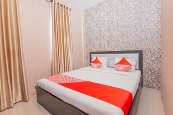 OYO 2310 Residence 68 Pematangsiantar - Deluxe Double Room Last Minute