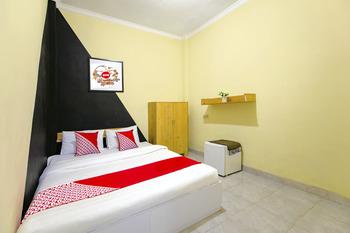OYO 1058 Paramon Mancasan Yogyakarta -  Deluxe Double Room Regular Plan
