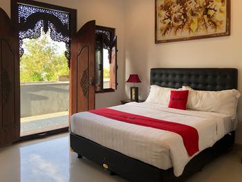 RedDoorz Plus near Dreamland Beach Bali - RedDoorz Room KETUPAT