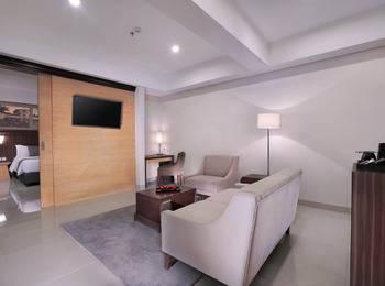 Neo+ Awana Yogyakarta - Suite Room Regular Plan