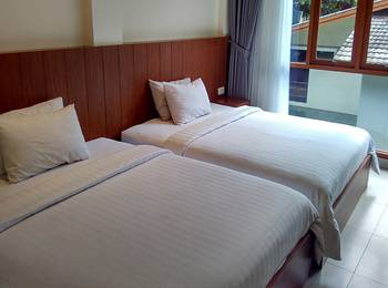 Lotus Art Garden Hotel Bandung - Grand Deluxe Pool View Regular Plan